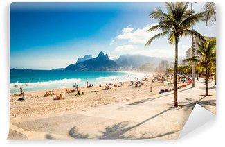 Vinyl Fotobehang Palmen en Two Brothers berg op strand van Ipanema, Rio de Janeiro