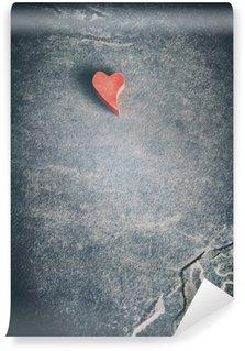 Vinyl Fotobehang Vintage afgezwakt houten rood hart op grunge steen achtergrond, ondiepe scherptediepte, ruimte voor tekst.