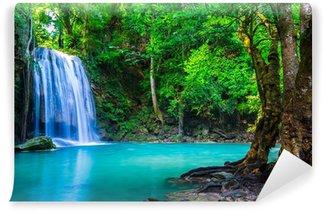 Vinyl Fotobehang Waterval in het tropische woud waar is in Thailand National P
