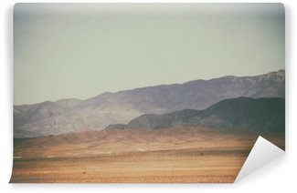 Fotomural Lavável Bergspitzen und Bergketten in der Wüste / Spitze Gipfel und Bergketten Rauer dunkler sowie hellerer Berge in der Wüste Mojave in der Nähe der Death Valley Kreuzung.