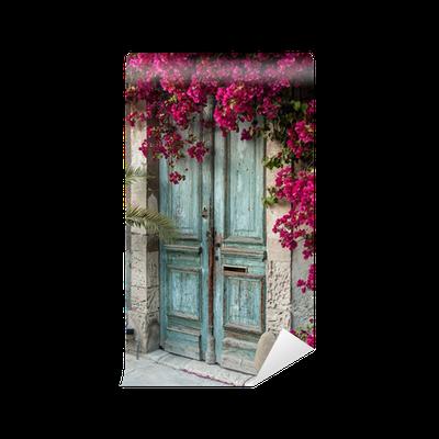 Fotomural puerta de madera vieja con buganvillas en chipre for Puerta vieja madera