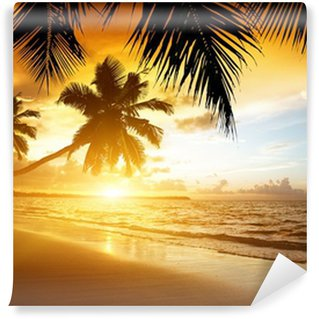 Fotomural Estándar Puesta de sol en la playa del mar Caribe