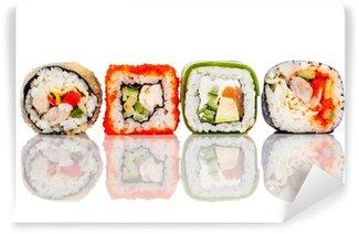 Fotomural Estándar Rollo de sushi sobre un fondo blanco