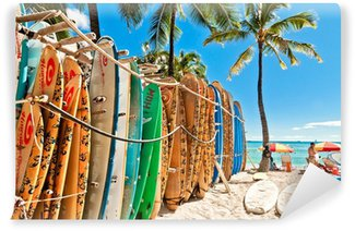 Fotomural Estándar Tablas de surf en el rack en Waikiki Beach - Honolulu