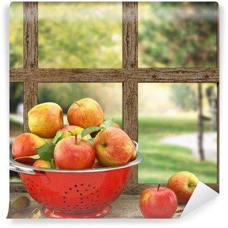 Vinyl-Fototapete Äpfel im Küchensieb auf Holz-Fenster mit Aussicht