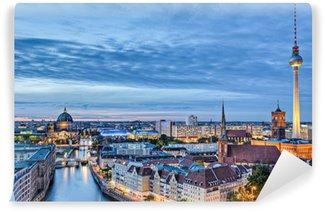 Vinyl-Fototapete Berliner Fernsehturm in der Abenddämmerung
