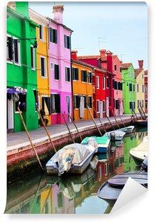 Vinyl-Fototapete Bunte Häuser entlang eines Kanals in Burano, in der Nähe von Venedig, Italien