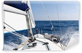 Vinyl-Fototapete Geschwindigkeit Segelyacht im Meer