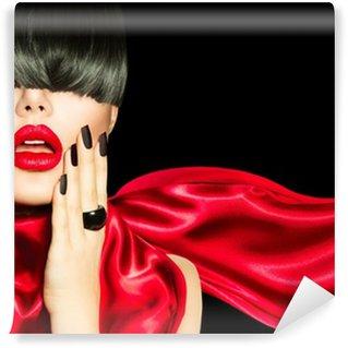 Vinyl-Fototapete High Fashion Mädchen mit trendigen Frisur, Make-up und Maniküre