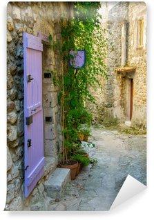 Vinyl-Fototapete Malerische Straße in einem Dorf in der Provence