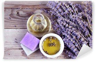 Vinyl-Fototapete Mischung aus Lavendelblüten und Kosmetik