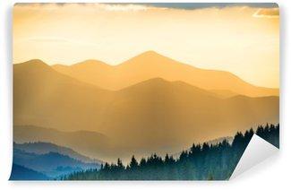 Vinyl Fototapete Schöne Sonnenuntergang in den Bergen
