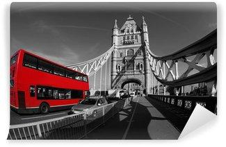 Vinyl-Fototapete Tower Bridge mit Doppeldecker in London, UK
