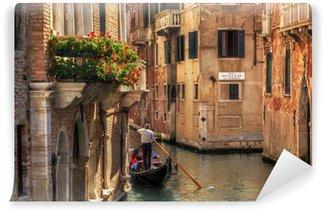 Vinyl-Fototapete Venedig, Italien. Gondel auf einem romantischen Kanal.