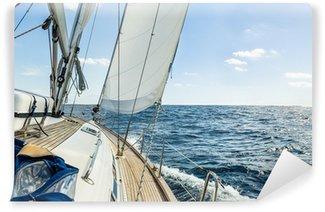 Vinyl-Fototapete Yacht Segel in den Atlantischen Ozean am sonnigen Tag Kreuzfahrt