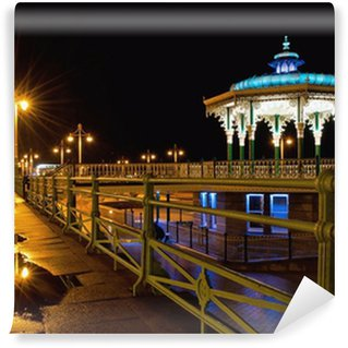 Fototapet av Vinyl Brighton estrad natten efter regn