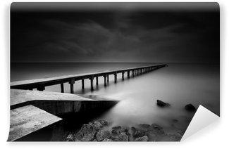 Fototapet av Vinyl Brygga eller pir i svart och vitt