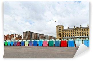 Fototapet av Vinyl En rulle färgrik stranden hyddor längs Kungs Esplanade