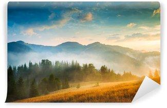 Fantastisk bjerglandskab med tåge og høstak Vinyl Fototapet