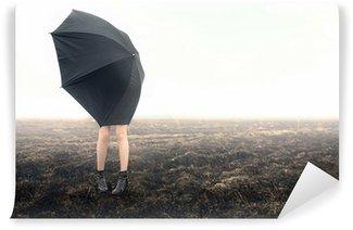 Fototapet av Vinyl Flicka med paraply på svart fält