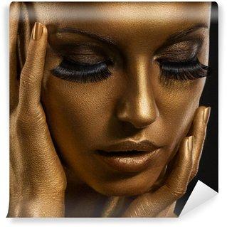 Fototapet av Vinyl Gilt. Golden Kvinnans ansikte. Giled Make-up. Painted Skin