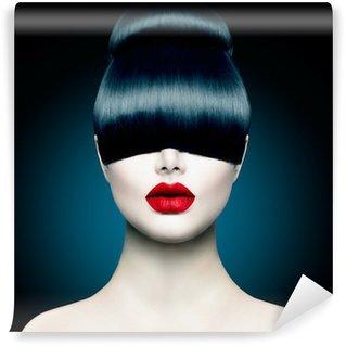 Fototapet av Vinyl High Fashion Model Girl Portrait med trendy Fringe