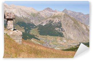 Fototapet av Vinyl Livigno-view parti av skydd i Mottolinos