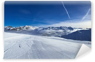 Fototapet av Vinyl Lutning på skidorten i Alperna. Livigno, Italien