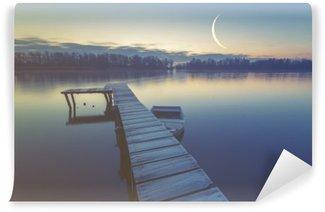 Fototapet av Vinyl Marina på sjön, båtar förtöjda till en träbrygga, retro färger