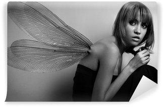 Fototapet av Vinyl Porträtt av flicka med vingar