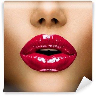 Fototapet av Vinyl Sexiga kanter. Vackra Make-up närbild. Kiss