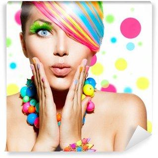 Fototapet av Vinyl Skönhet flicka porträtt med färgglada smink, hår och tillbehör