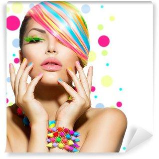 Fototapet av Vinyl Skönhet flicka porträtt med färgglada smink, naglar och tillbehör