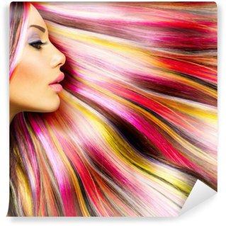 Fototapet av Vinyl Skönhet Mannekäng flicka med färgglada Färgat hår