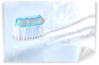 Fototapet av Vinyl Sqweezed tandborste på vit bakgrund
