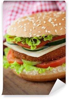 Fototapet av Vinyl Stekt kyckling eller fisk burgare smörgås