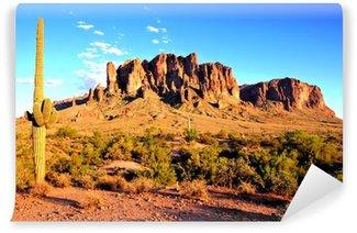 Fototapet av Vinyl Superstition Mountains och Arizona öknen i skymningen
