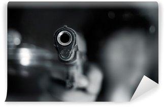 Fototapet av Vinyl Svart och vitt, kvinna pekar gammal pistol i handen