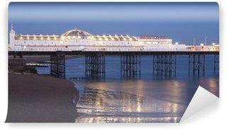 Fototapet av Vinyl Upplyst Brighton Palace Pier i skymningen