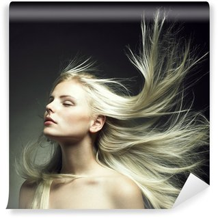 Fototapet av Vinyl Vacker kvinna med magnifika hår