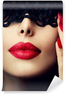 Fototapet av Vinyl Vacker kvinna med svart spets mask över hennes ögon