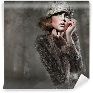 Fototapet av Vinyl Vacker ung dam i en mystisk grå skog