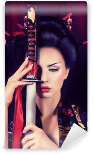 Fototapet av Vinyl Vackra geisha i kimono med samurajsvärd