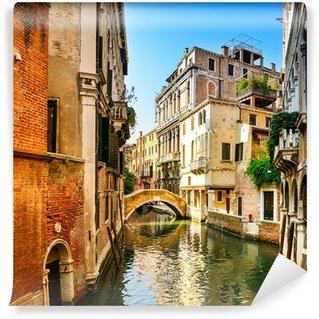Fototapet av Vinyl Venedig stadsbild, byggnader, vatten kanal och bro. Italien
