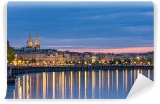 Fototapet av Vinyl Visa på Bordeaux på kvällen - Frankrike