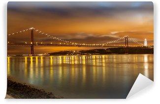 Vinylová Fototapeta 25 de Abril most přes řeku Tagus v Lisabonu v noci