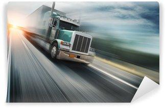 Vinylová Fototapeta Americký truck rychlosti na dálnici. Rozmazané pohyb.