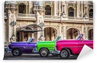 Fototapeta Winylowa Amerykańskie kabriolety w Hawanie na Kubie