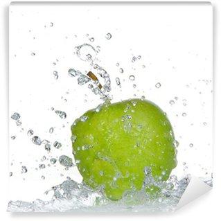 Vinylová Fototapeta Apple s stříkající vodě izolovaných na bílém