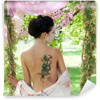 Vinylová Fototapeta Asijský styl portrét ženy s hadí tetování na zádech